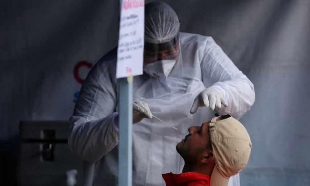 ¿Por qué  la nueva cepa del coronavirus es más contagiosa?