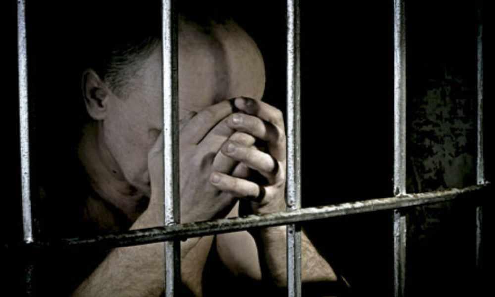 Arrestan a cristiano presuntamente por hacer conversiones forzosas
