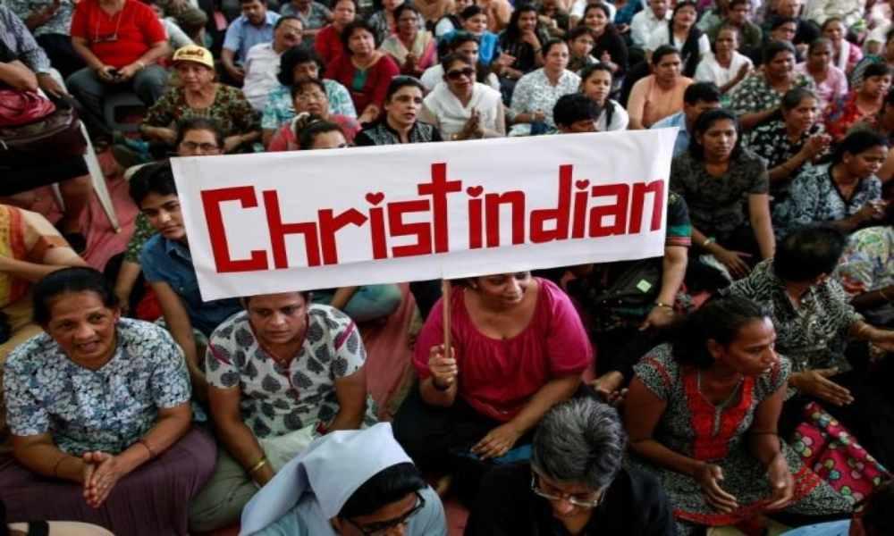 Extremistas atacan a golpes a cristianos en servicio religioso