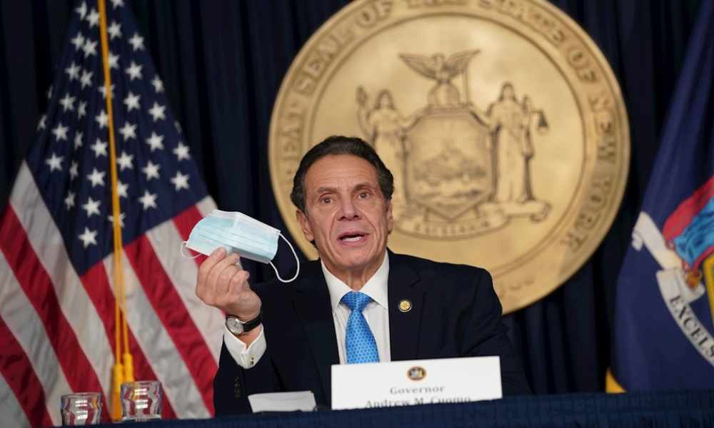Gobernador de NY no se vacunará hasta que minorías negras tengan acceso