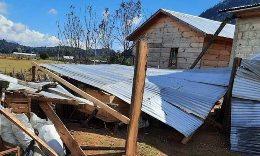 Indígenas tzotziles destruyen casas de familias cristianas en México
