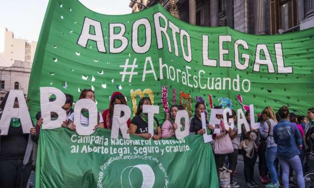 Más de 42,6 millones de abortos fueron realizados en 2020, superando principales causas de muerte en el mundo