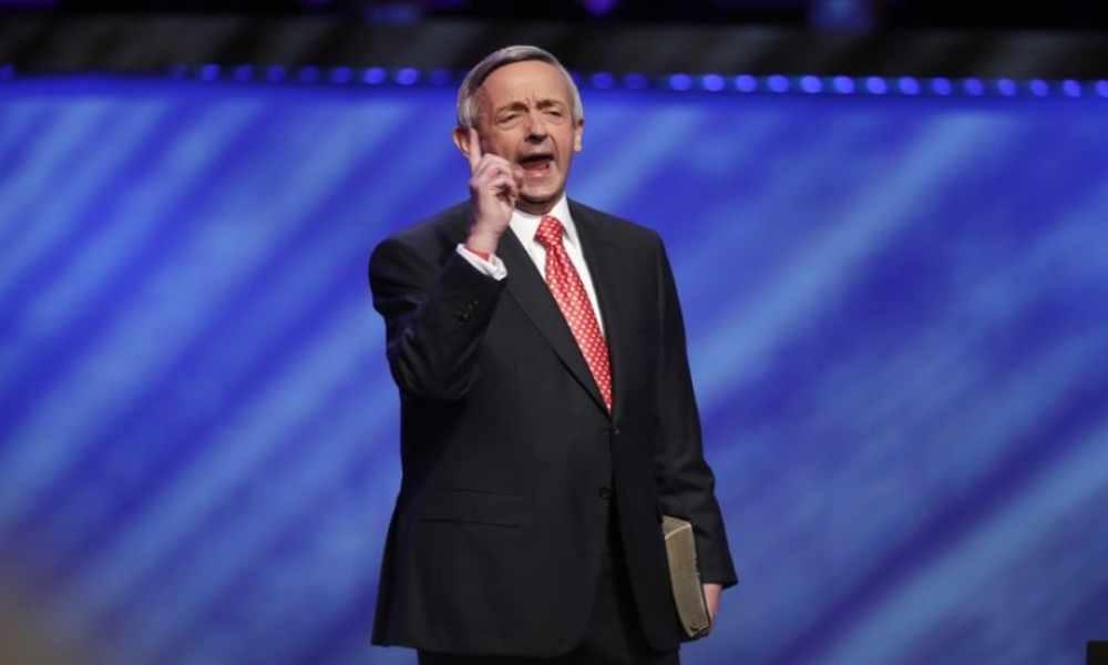 Pastor insta a cristianos orar por la administración de Biden