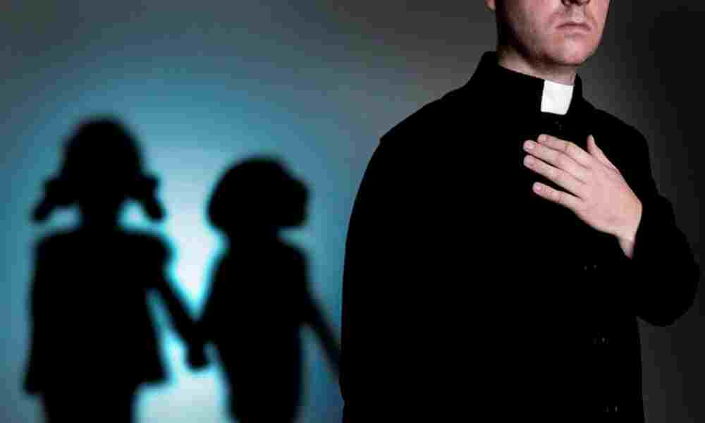 Chile: retiran de sus cargos a dos curas católicos por abuso sexual