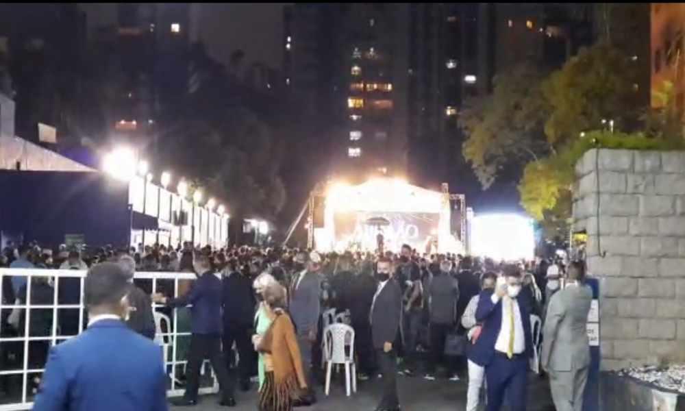 Autoridades interrumpen servicio de adoración con más de 2 mil fieles
