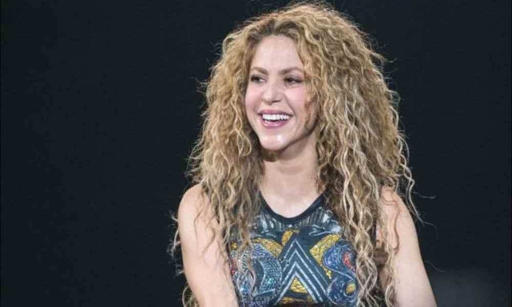 Conoce el poema que Shakira le escribió a Dios a los once años