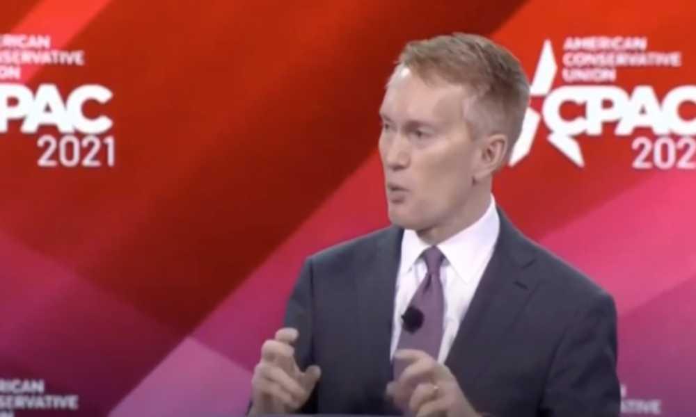 Senador asegura que la ley de protección a los LGBT reducirá manifestaciones de fe
