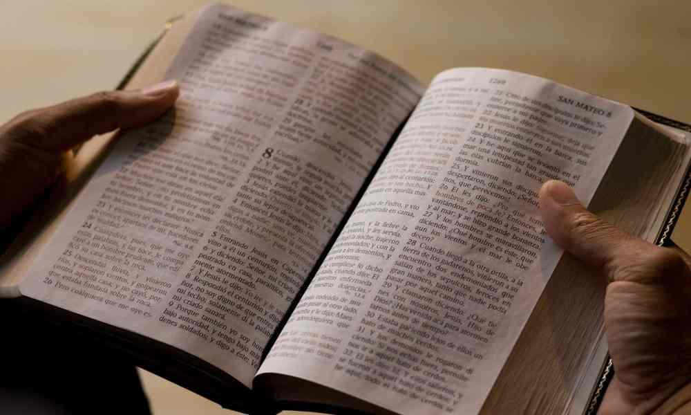 Empresa trabaja para traducir la Biblia en todos los idiomas en 2025