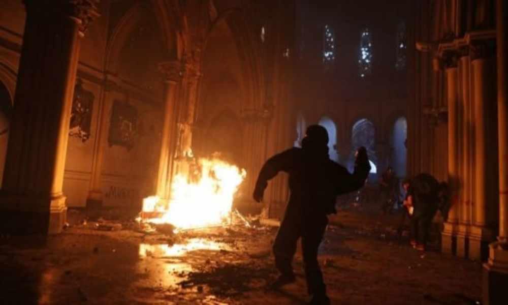 Extremistas musulmanes le prendieron fuego a iglesia cristiana