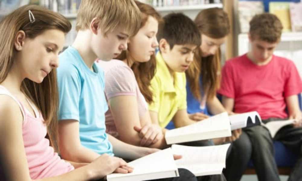 Francia: estudiantes cristianos leen la Biblia con no creyentes