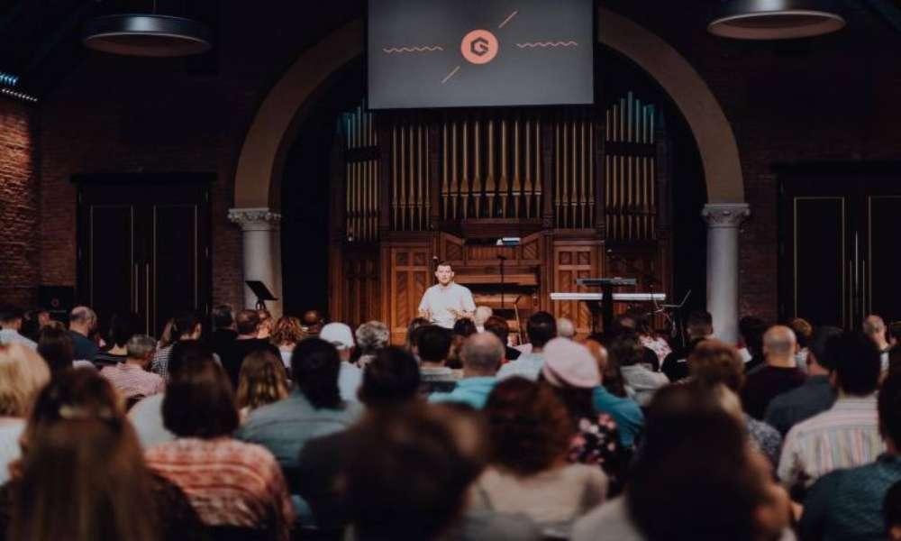 Iglesia provoca ira en Internet al decir que la Biblia no es palabra de Dios