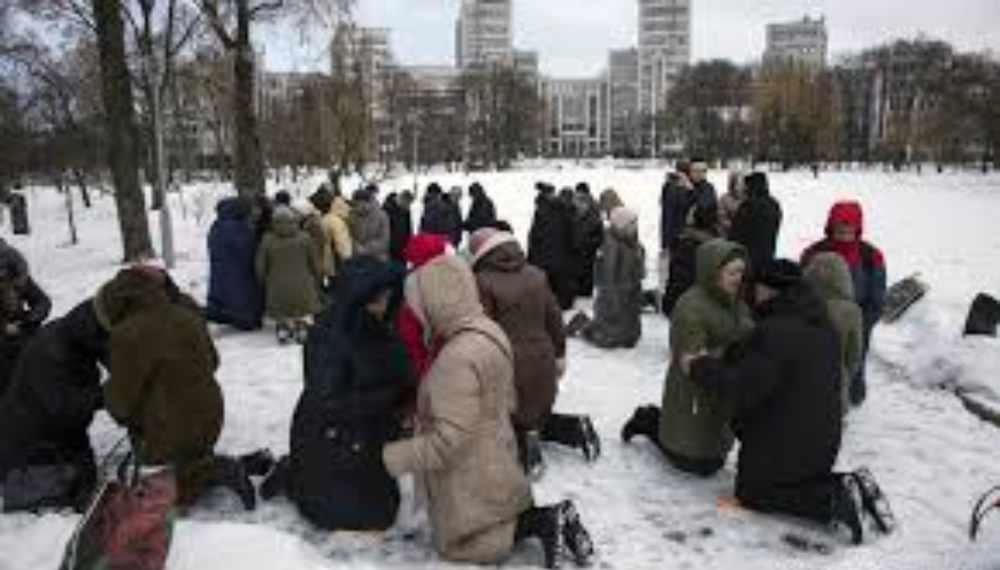 Iglesias brindan refugio a necesitados tras ola de nieve que azota a EU