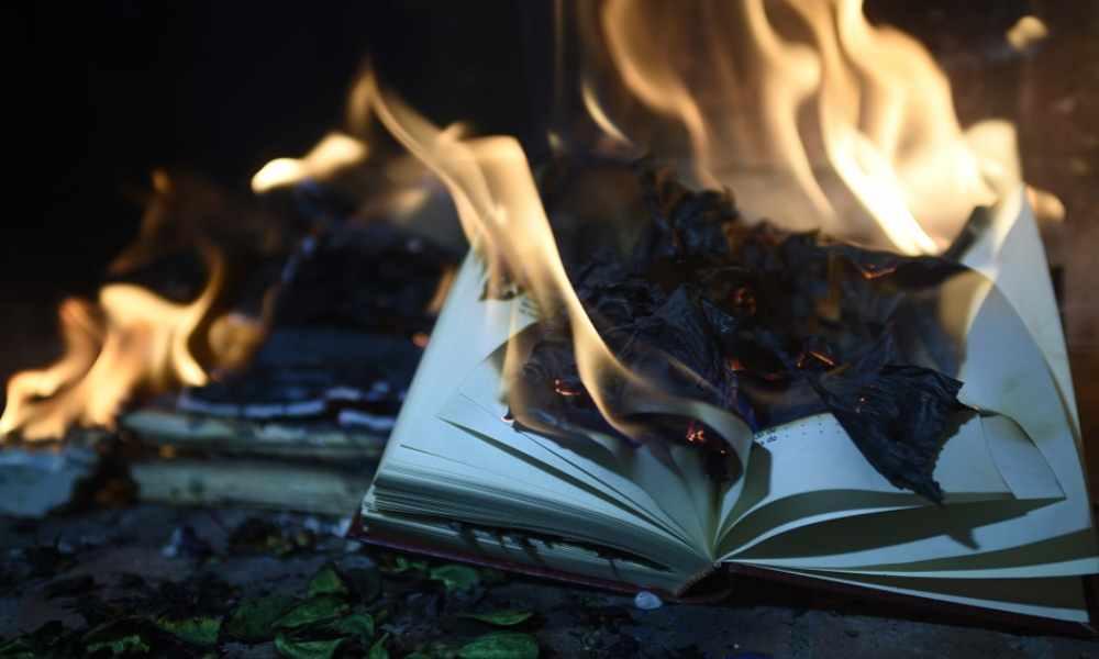 India: Radicales golpean a cristiano y le queman la Biblia