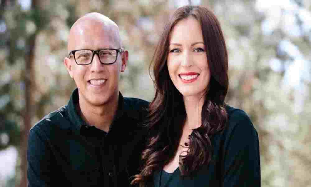 Mujer abandona la industria pornográfica y evangeliza junto a su esposo pastor