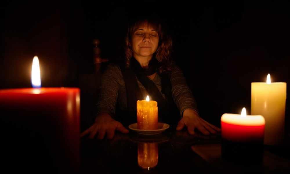 Mujer que practicaba la brujería es evangelizada y se rinde a Cristo