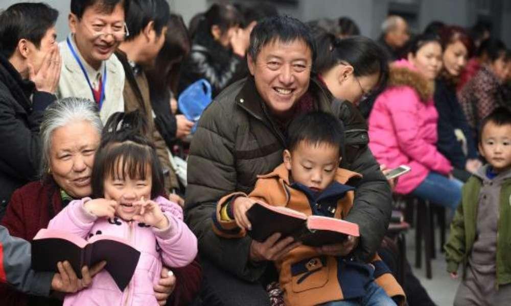 Número de cristianos en China ya es mayor que el Partido Comunista