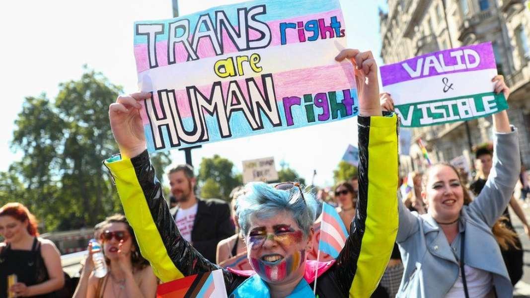 "Viral: Doctor usa término ""personas con vagina"" para no ofender a transexuales"