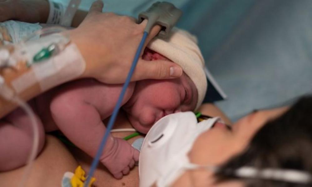 Registran el primer caso de recién nacido con anticuerpos contra el coronavirus