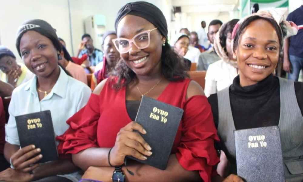 Biblia traducida a 66 idiomas llega a más de 700 millones de personas