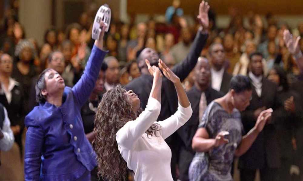 California: iglesias reanudan servicios de adoración sin restricciones