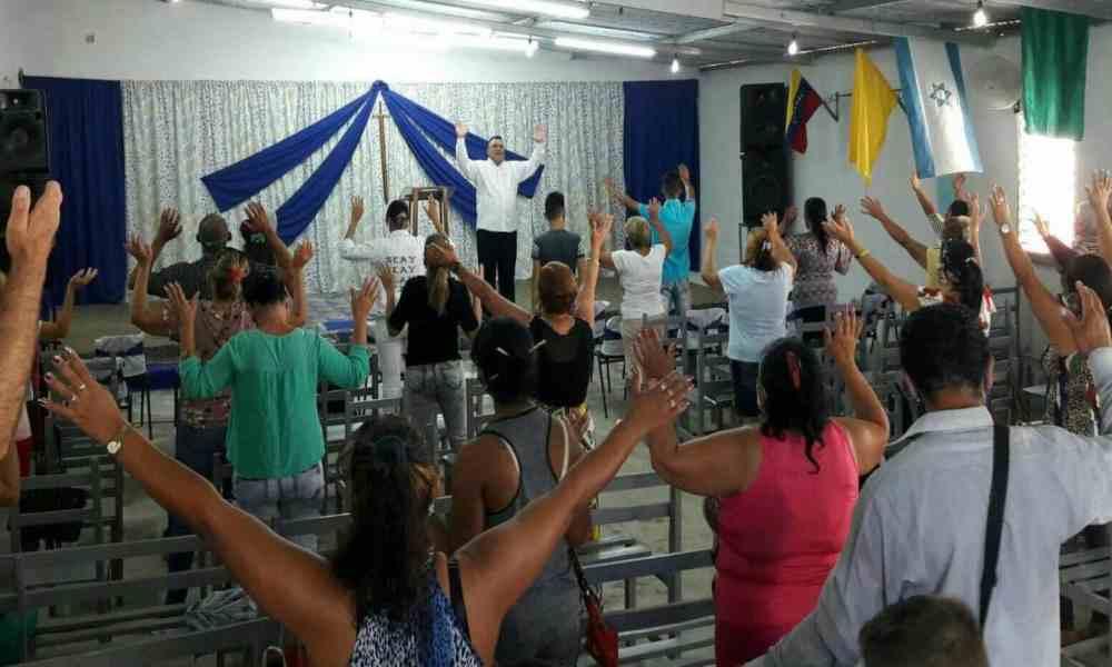 Cuba: iglesia es atacada a piedra en medio del servicio de adoración