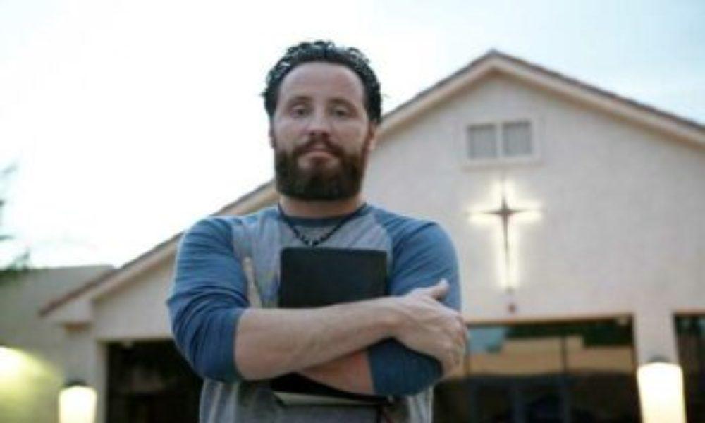 Drogadicto se rinde a Cristo después de una sobredosis y se convierte en pastor