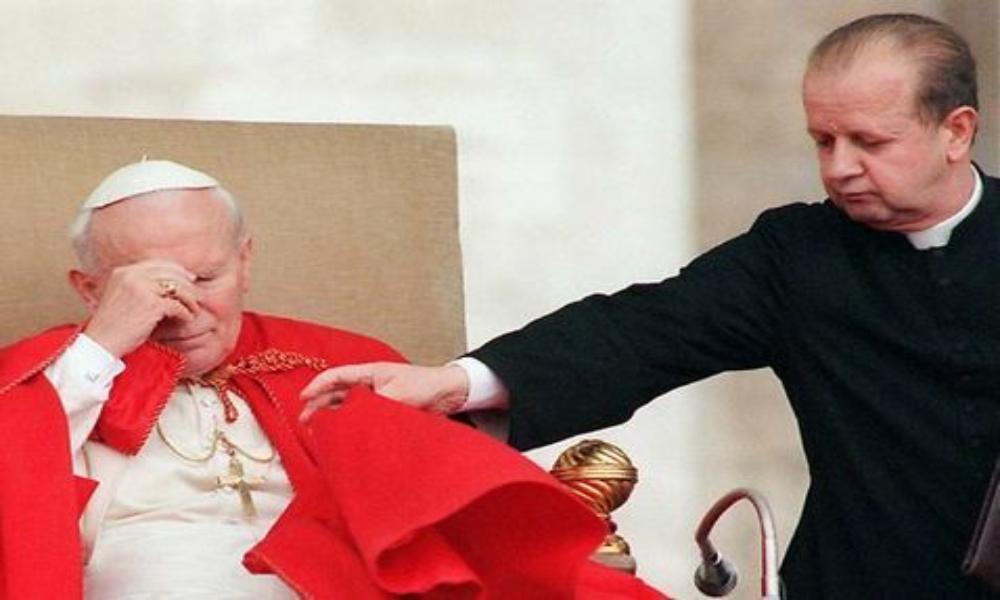 Denuncian a excolaborador de Juan Pablo II por encubrir casos de pedofilia