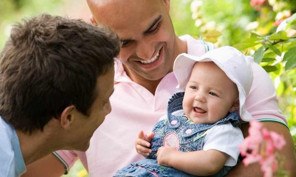 EU: agencia de adopción cristiana permitirá que parejas gay adopten