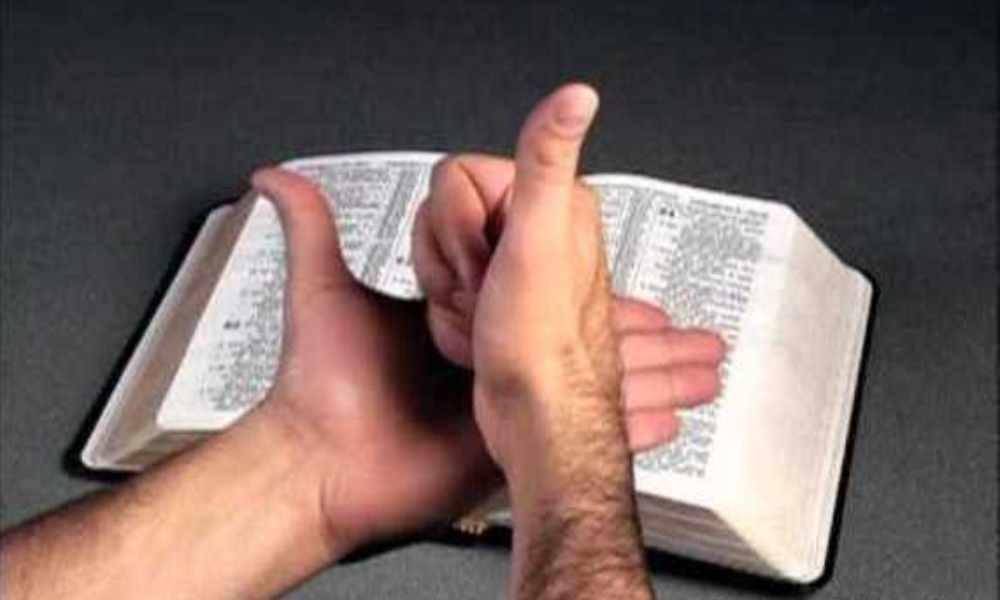El Salvador: cristianos sordos traducen la Biblia al lenguaje de señas