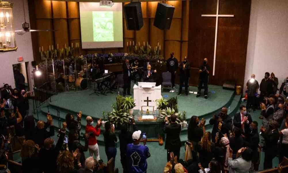 Familia de George  Floyd se une en oración pidiendo justicia antes del juicio