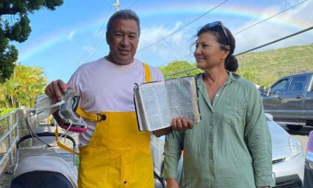 Familia encuentra Biblia intacta en casa devastada por incendio