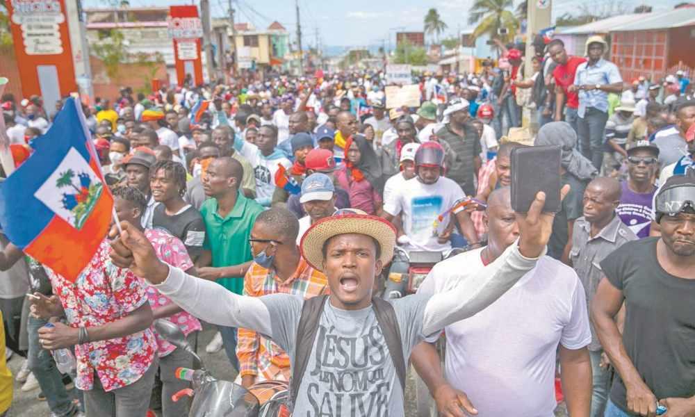 Haití: cristianos con Biblia en mano exigen la renuncia del presidente
