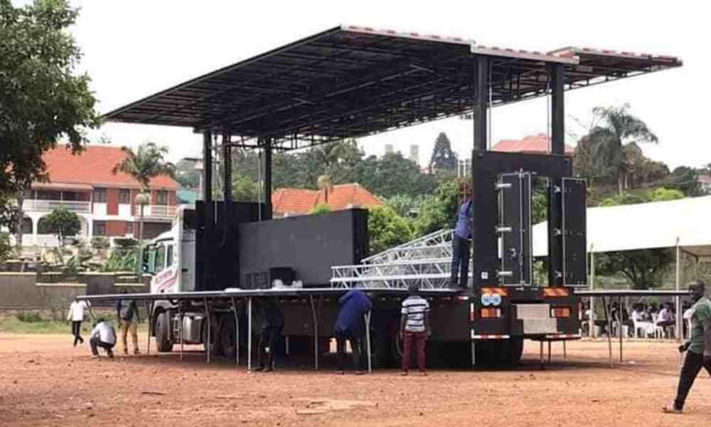 Iglesia en Uganda utiliza camión móvil para llevar el Evangelio a todo el país