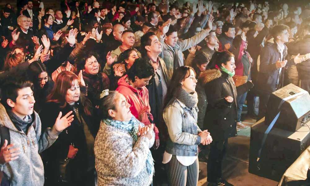 Gobernador de Sao Paulo decreta el culto como actividad fundamental