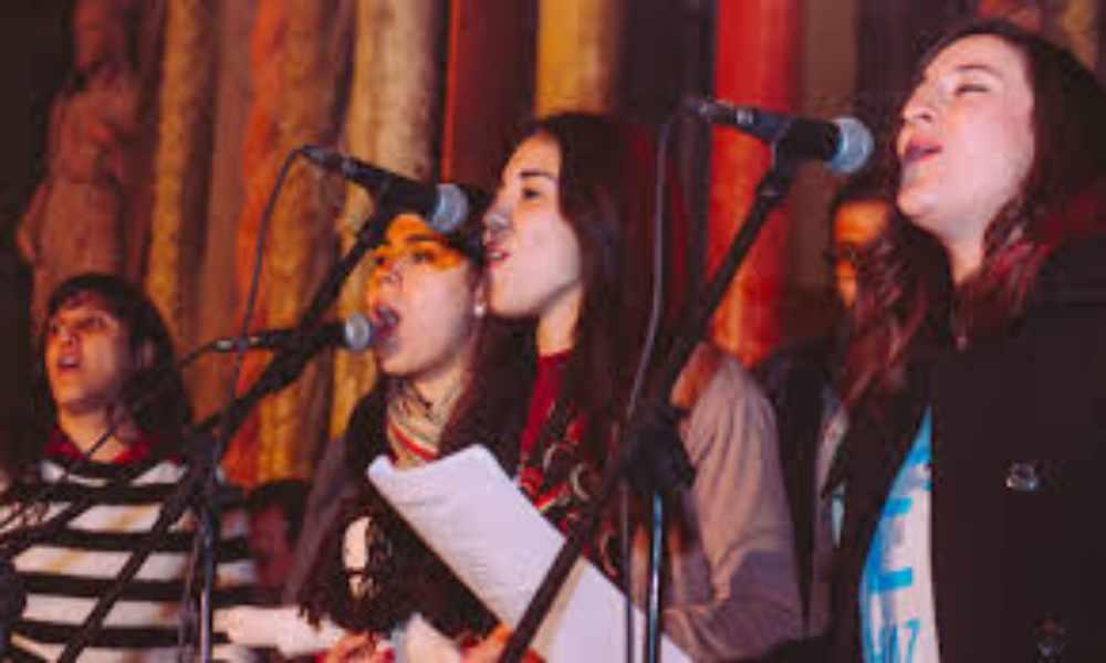 Inglaterra: grupos de cantos congregacionales podrán hacerlo al aire libre