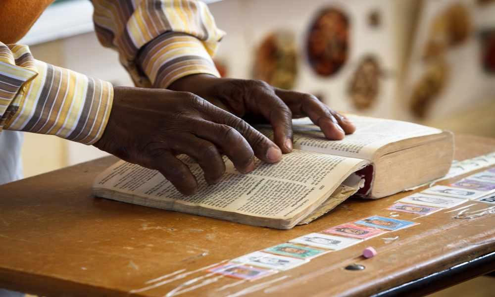 Organización bíblica pretende traducir la Biblia a 2.000 idiomas