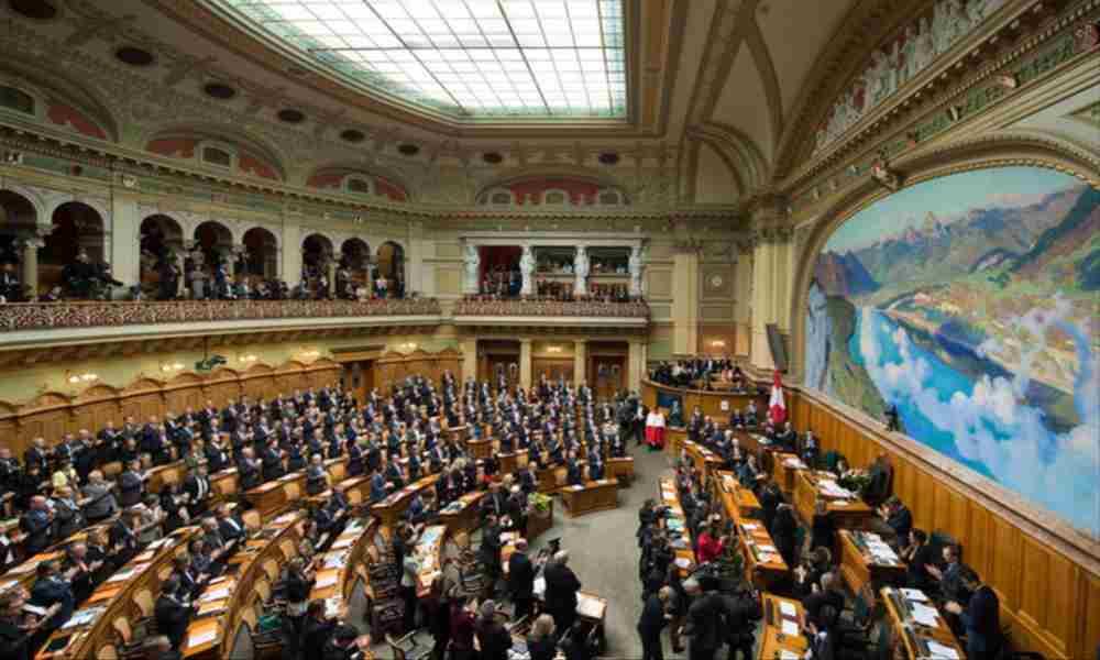 Parlamentario pide que se elimine mención a Dios de la Constitución de Suiza