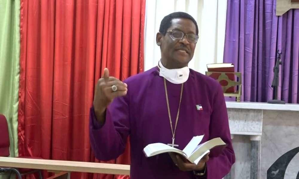 """Reverendo es condenado por llamar a la homosexualidad """"virus mortal"""""""