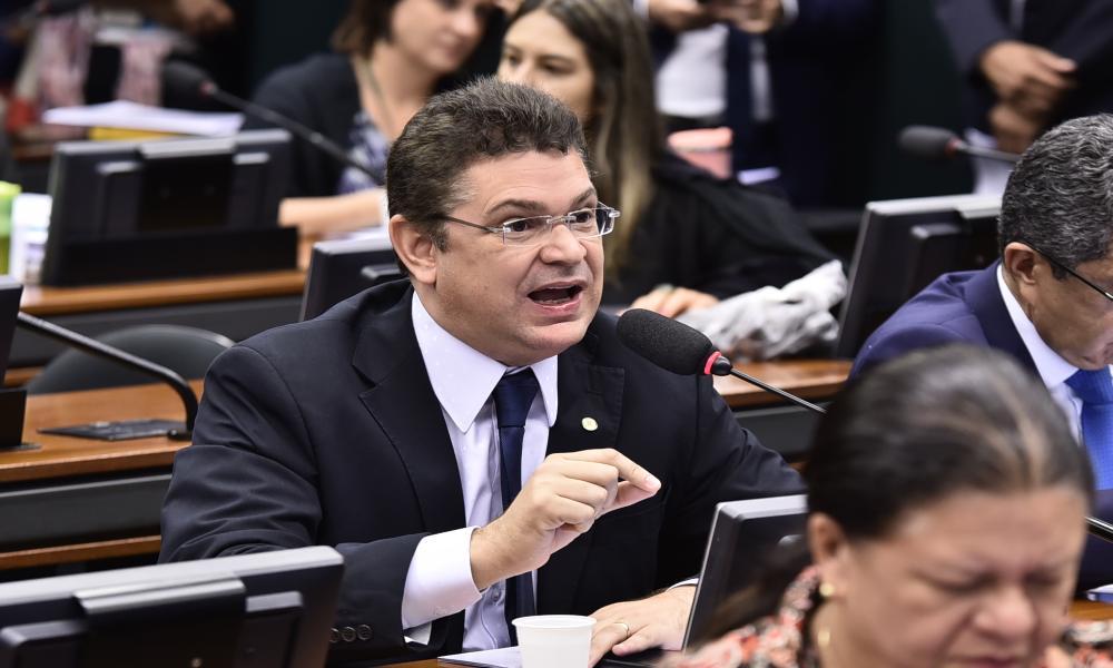 Diputado evangélico critica a Lula da Silva por atribuir muertes por Covid-19 a las iglesias