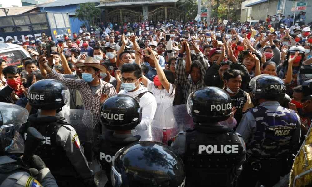 El ejército de Myanmar sigue cercenando las libertades y ahora restringe el internet
