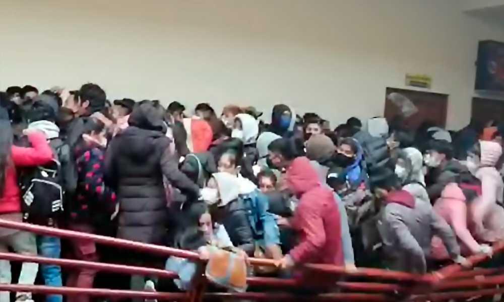 Mueren siete estudiantes al caer de un cuarto piso en Bolivia