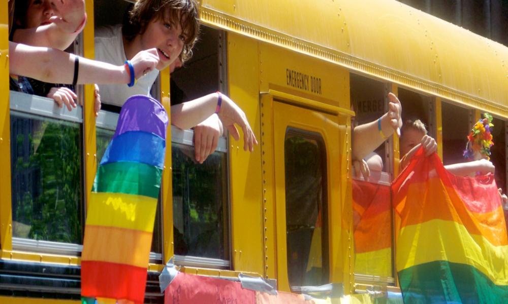 Escuela católica insta a utilizar términos inclusivos con las personas LGBT