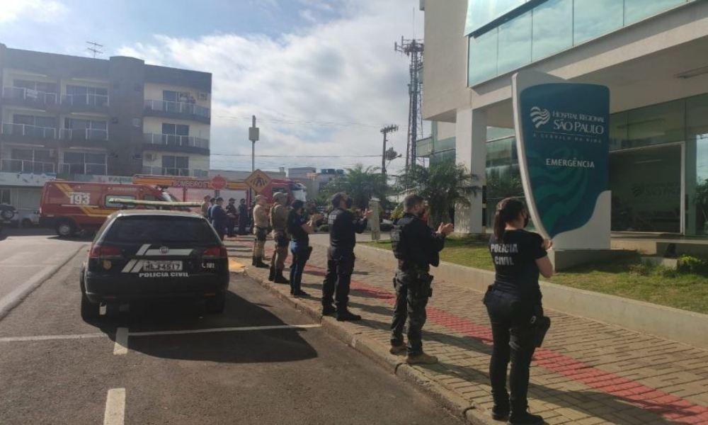 Brasil: policía ora en hospital que tiene el 100 % de camas UCI ocupadas