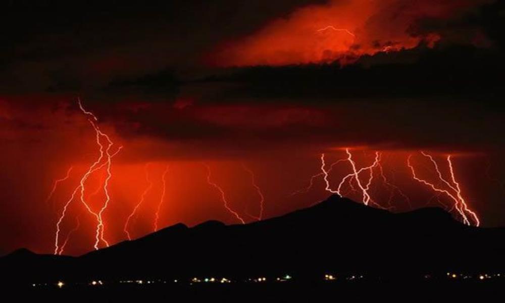 Amenaza de tornado alarma al sureste de los Estados Unidos