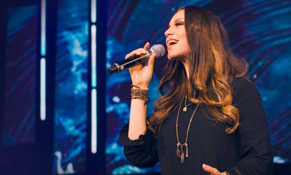 Christine D'Clario trabaja en nuevas canciones de adoración