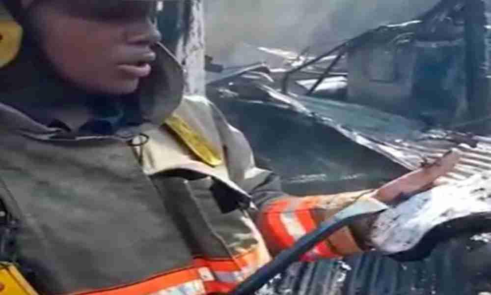 Bombero revela mensaje bíblico que encontró en medio de un incendio