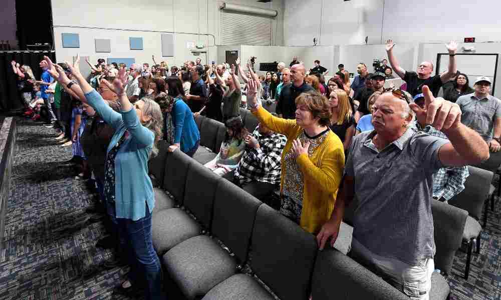 Corte Suprema levanta restricciones de COVID a iglesias de California