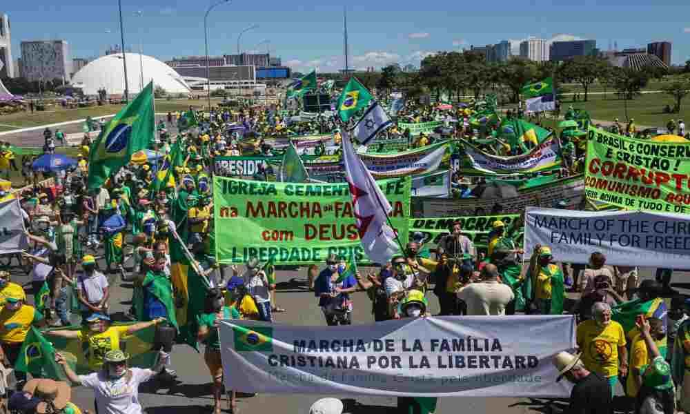 Cristianos brasileños protestan en las calles por restricciones de cultos