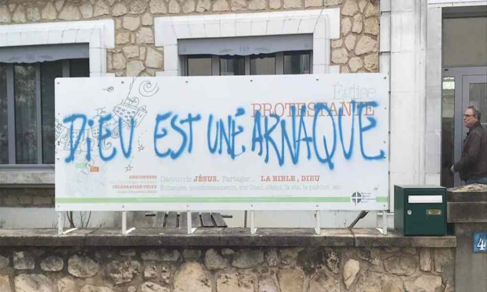 """Dios es una estafa"": vandalizan iglesia evangélica en Francia"