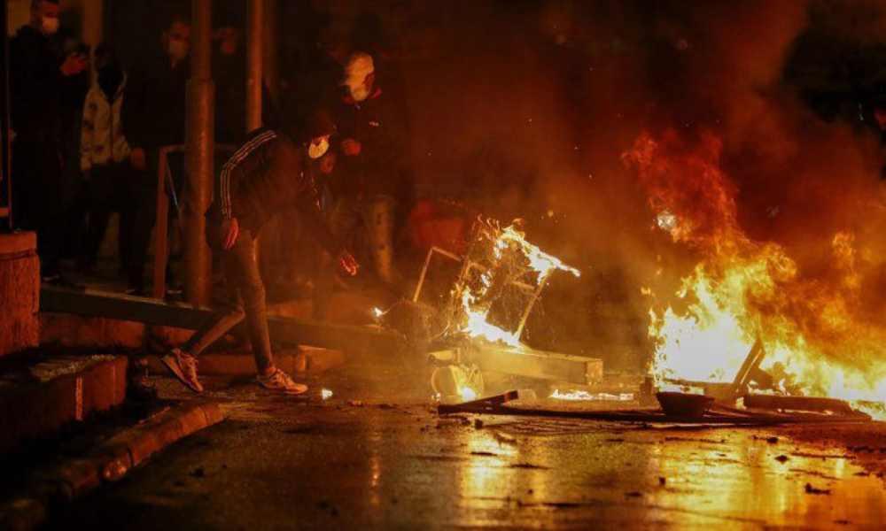 Enfrentamientos entre judíos y palestinos deja al menos 100 heridos